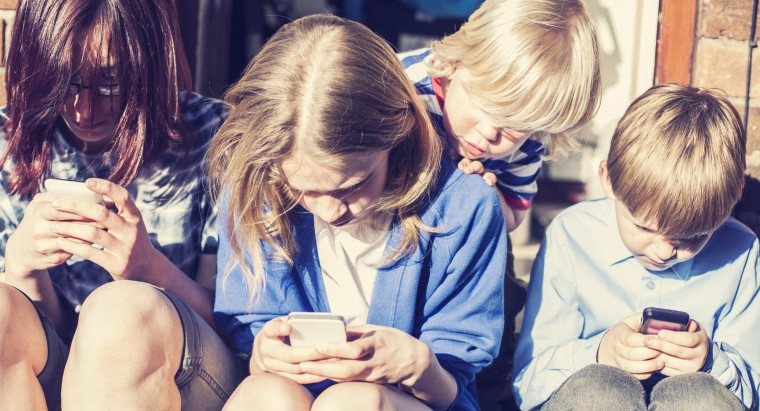 παιδί και smartphones