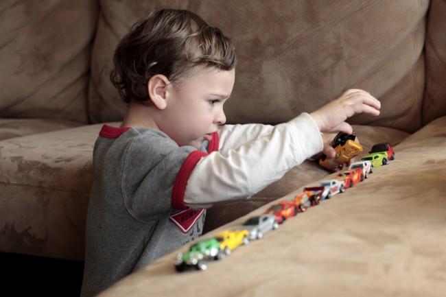 «Ο 4χρονος γιος μου δεν παίζει με άλλα παιδιά, προτιμά το μοναχικό παιχνίδι…»