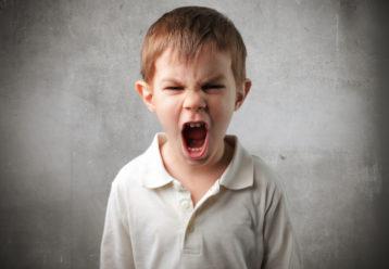 «Πόσο άσχημος είσαι όταν θυμώνεις!»: Γιατί δεν πρέπει να το λέμε στα παιδιά μας