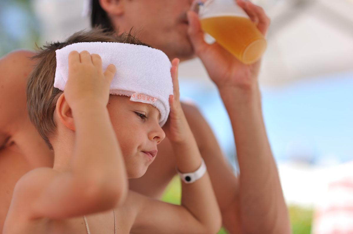 Η θερμοκρασία στα ύψη – Πώς να προστατέψετε τα παιδιά από την θερμοπληξία
