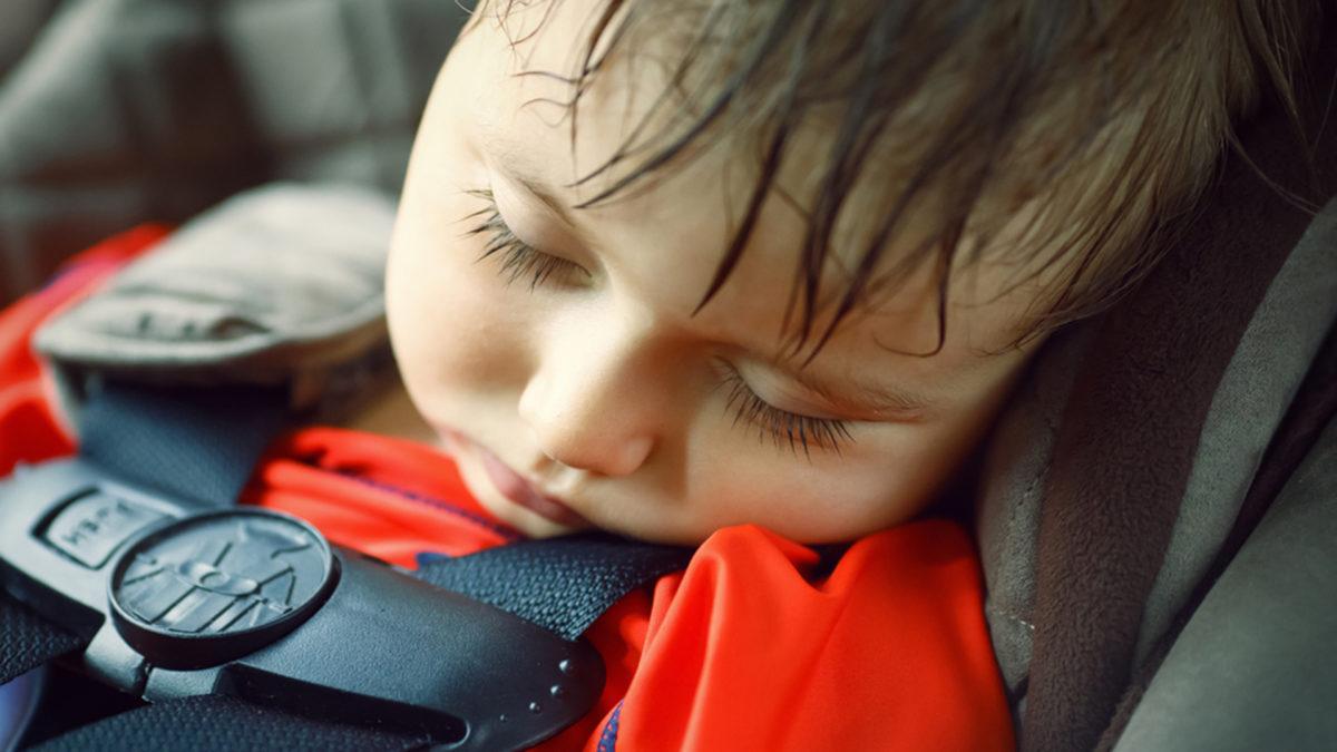 «Ποτέ μην αφήνεις το παιδί στο αυτοκίνητο με κλειστά παράθυρα όταν κάνει ζέστη»: Μια αβλεψία που μπορεί να του κοστίσει τη ζωή