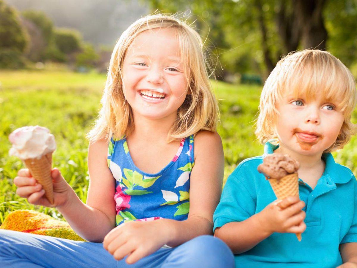 Το παιδί θέλει να τρώει διαρκώς παγωτό; Έξυπνες συμβουλές για να το δελεάσετε με πιο θρεπτικές επιλογές