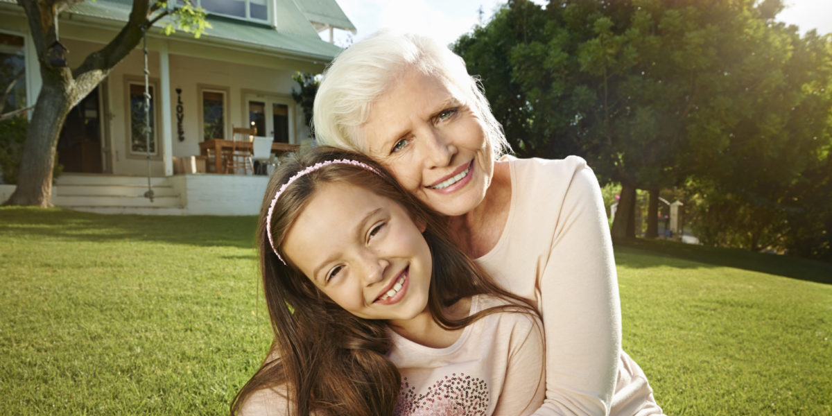 Τι γίνεται όταν το παιδί αγαπά πολύ την γιαγιά | Infokids.com.cy