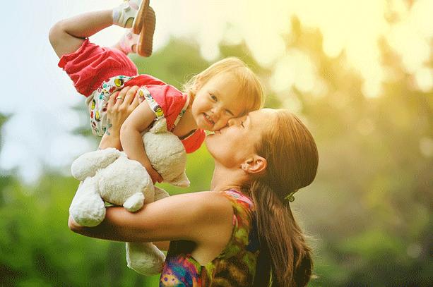 Δεν θα έπρεπε να καταφέρουμε τίποτα μέσα από τα παιδιά μας, μόνο να τα παραδώσουμε ασφαλή στον κόσμο