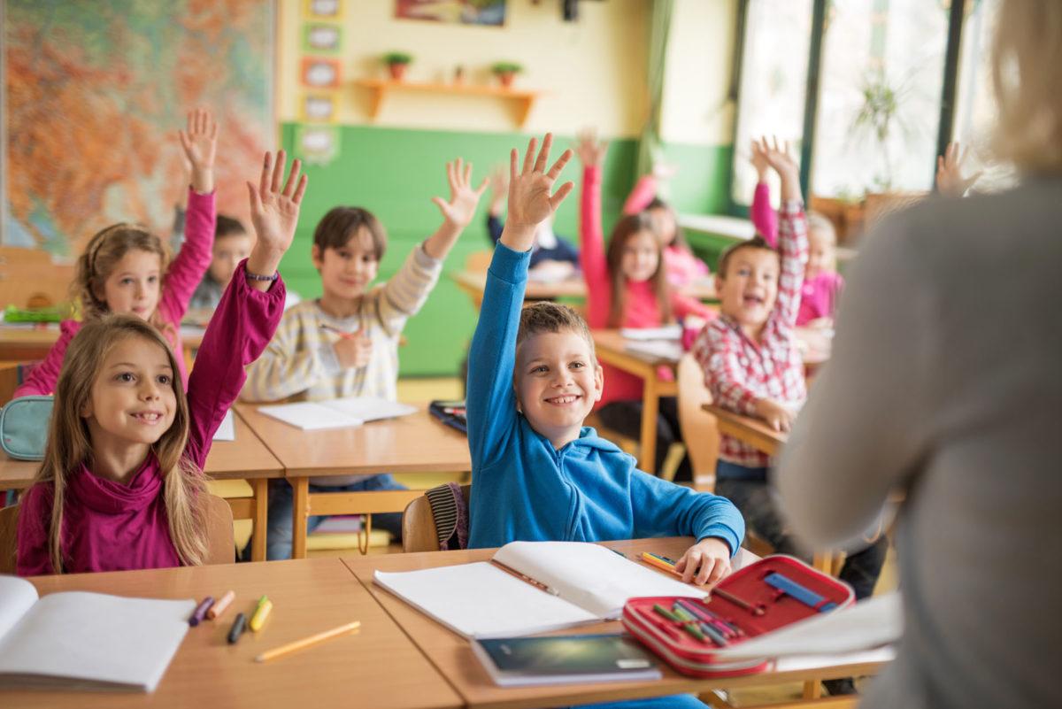 5 ερωτήσεις που πρέπει να κάνετε στο δάσκαλο του παιδιού σας σύμφωνα με τον ειδικό