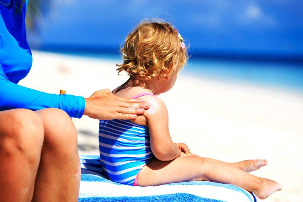 Πώς να διαλέξετε το σωστό αντηλιακό για το παιδί σας