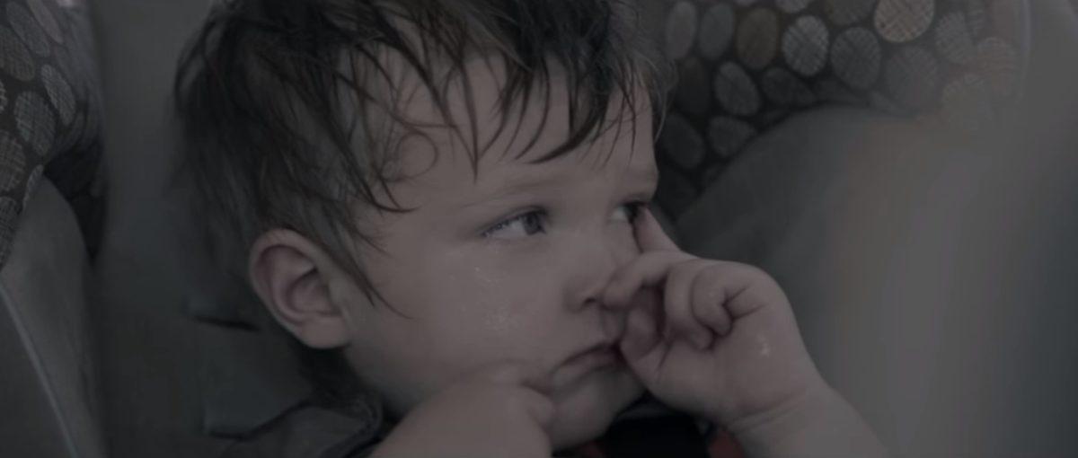 Θερμοπληξία παιδιού στο αυτοκίνητο: Το βίντεο που θα σας ανοίξει τα μάτια!