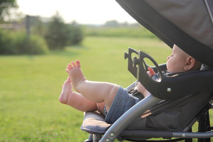 Το πιο επικίνδυνο λάθος που κάνουν οι γονείς το καλοκαίρι με το καροτσάκι του μωρού