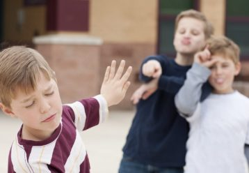 Πότε μιλάμε για «πείραγμα» μεταξύ φίλων και πότε για bullying; Η ειδικός εξηγεί