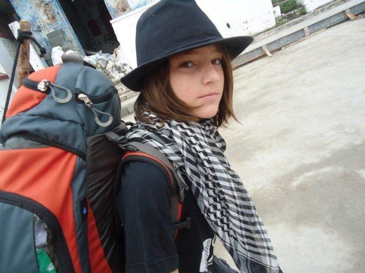 «Παράτησα το σχολείο στα 9 και από τότε γυρίζω τον κόσμο»: Η εξομολόγηση ενός διαφορετικού παιδιού