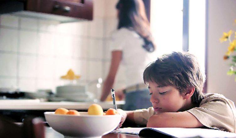 Οι καλύτερες τροφές για το παιδί την περίοδο των εξετάσεων