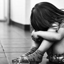 Φρίκη: Mητέρα και ο φίλος της κατηγορούνται για σεξουαλική κακοποίηση των παιδιών της