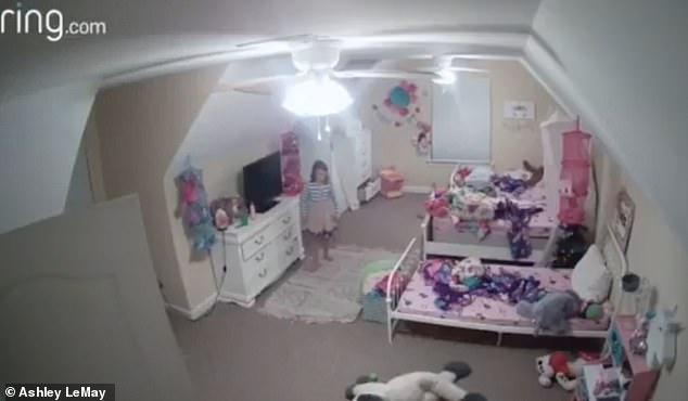 Άγνωστος χάκερ παραβίασε την κάμερα ασφαλείας στο δωμάτιο παιδιού και το παρενόχλησε!