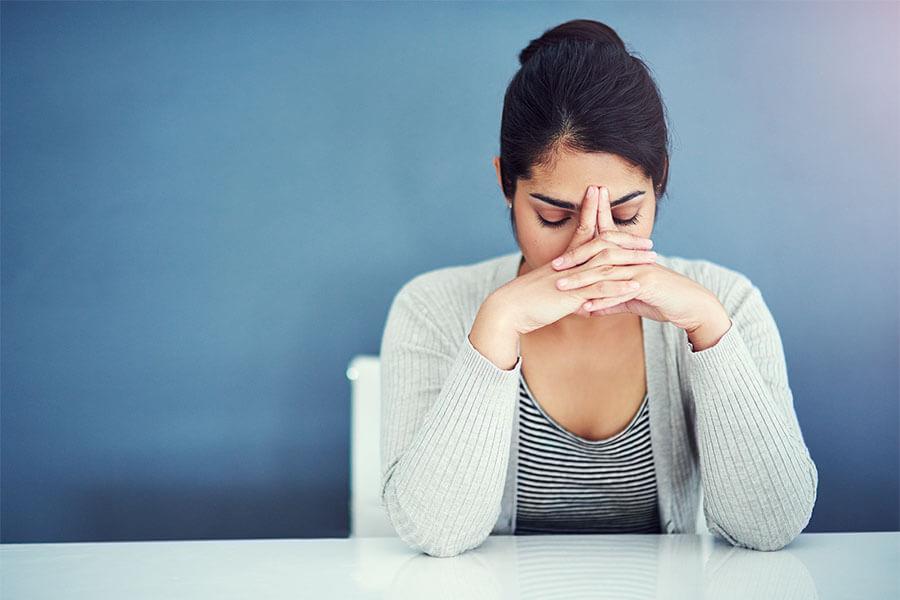 17 ψυχολογικά tips για να μην σας κατάβαλλει ποτέ ξανά το άγχος