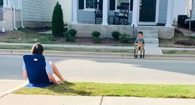 Υπέροχη ιδέα! Δύο παιδιά ξεκίνησαν την δική τους λέσχη ανάγνωσης εξ αποστάσεως