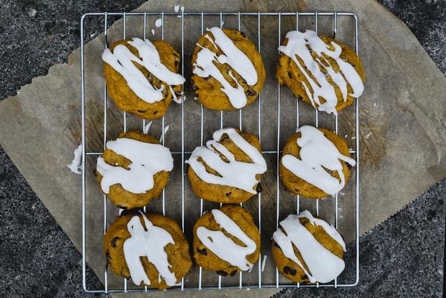 Λαχταριστά μπισκότα με κολοκύθα και μπαχαρικά – Το κέρασμα που θα ξετρελάνει μικρούς και μεγάλους