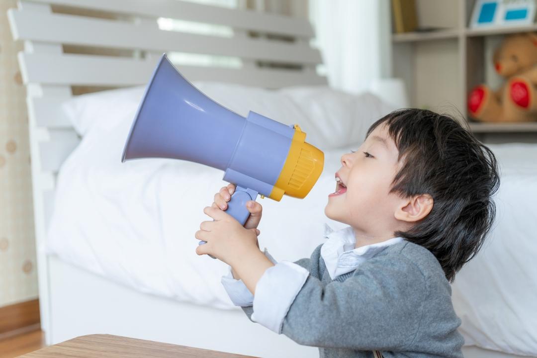 Διγλωσσία: Συνδέεται με διαταραχές λόγου στο παιδί; Η ειδικός απαντά