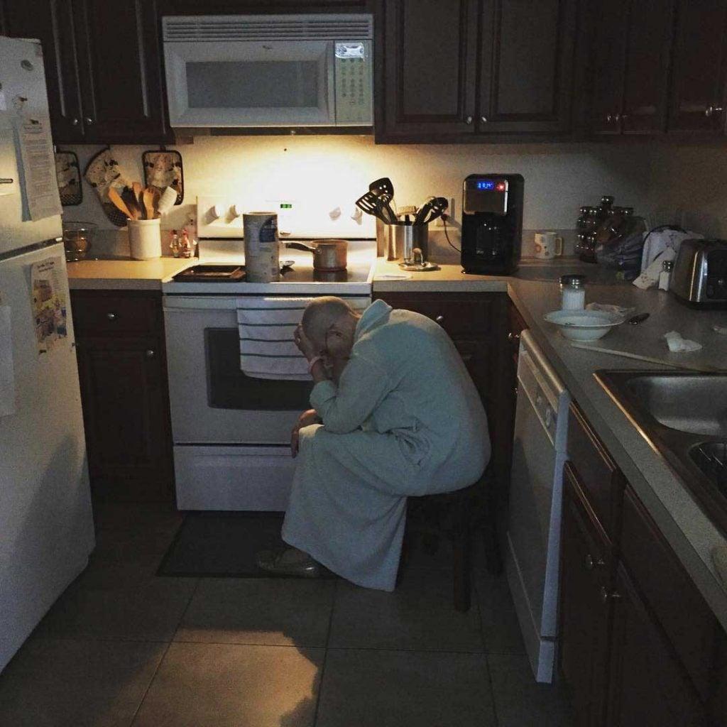 «Αυτή είναι η πεθερά μου. Ο ήρωας της οικογένειά μας»: Η ανάρτηση ενός συζύγου που συγκλονίζει