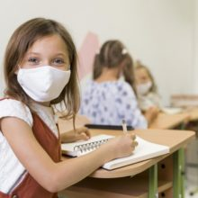 «Όχι» στην υποχρεωτική χρήση μάσκας στα Δημοτικά λένε οι οργανωμένοι γονείς