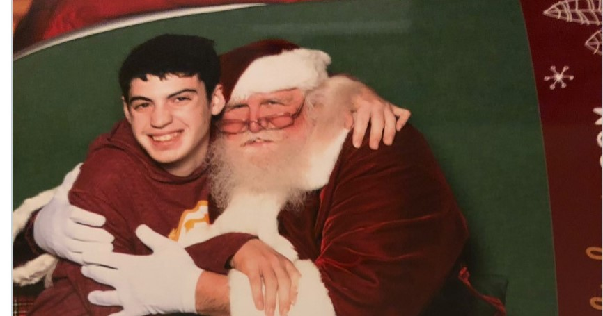 Υπάρχει Άγιος Βασίλης – Τον συνάντησε πρόσφατα αυτό το αγόρι με νοητική αναπηρία!