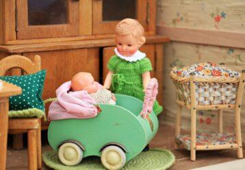 «Στον γιο μου αρέσουν οι κούκλες, αλλά ο άντρας μου δεν με αφήνει να του αγοράσω»