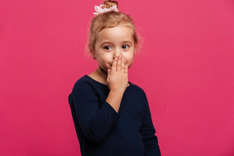 «Μου ξέφυγε κακιά λέξη μπροστά στα παιδιά»: Πώς να αντιδράσετε στην αυθόρμητη «γκάφα» σας