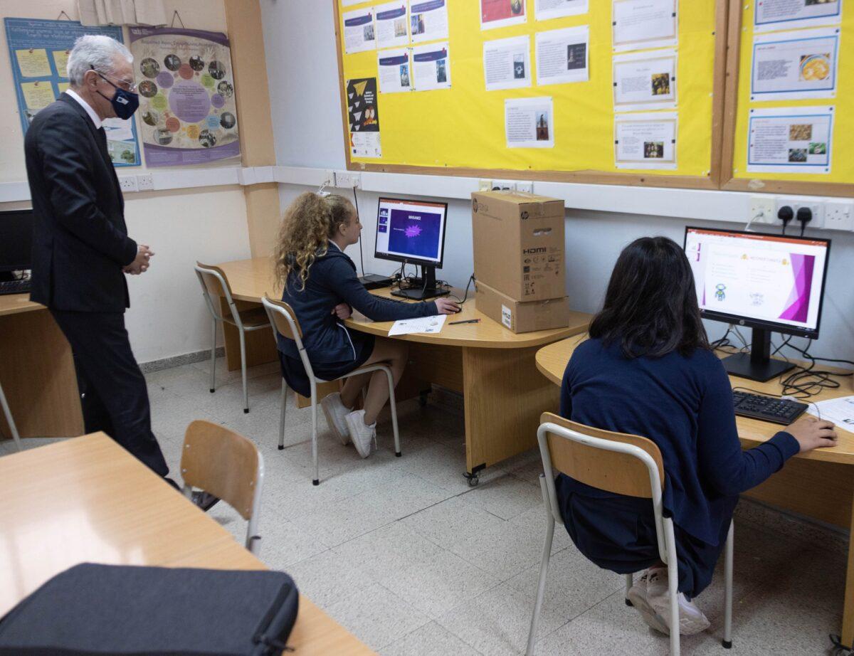 Υπουργός Παιδείας: «3.555 υπολογιστές σε όλα τα σχολεία Δημοτικής και Μέσης Εκπαίδευσης»