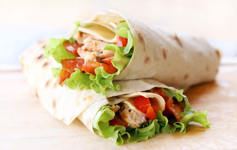 Τορτίγιες φούρνου: Ένα εύκολο απογευματινό σνακ που θα κρατήσει χορτάτα τα παιδιά
