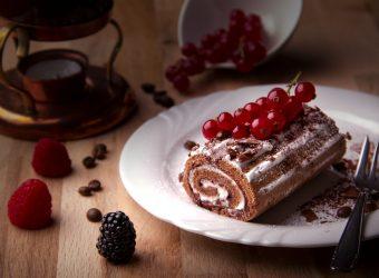Ρολό κέικ με παγωτό βανίλια