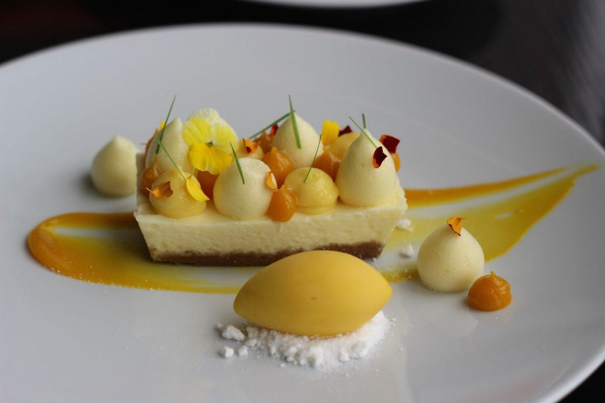 Cheesecake πεπόνι: Ένα απολαυστικό γλυκό με το αγαπημένο φρούτο του καλοκαιριού