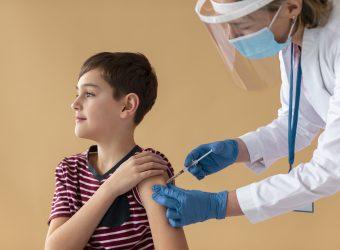 Pfizer και Moderna ξεκινούν τις κλινικές δοκιμές εμβολίων για τα παιδιά 5-11 ετών