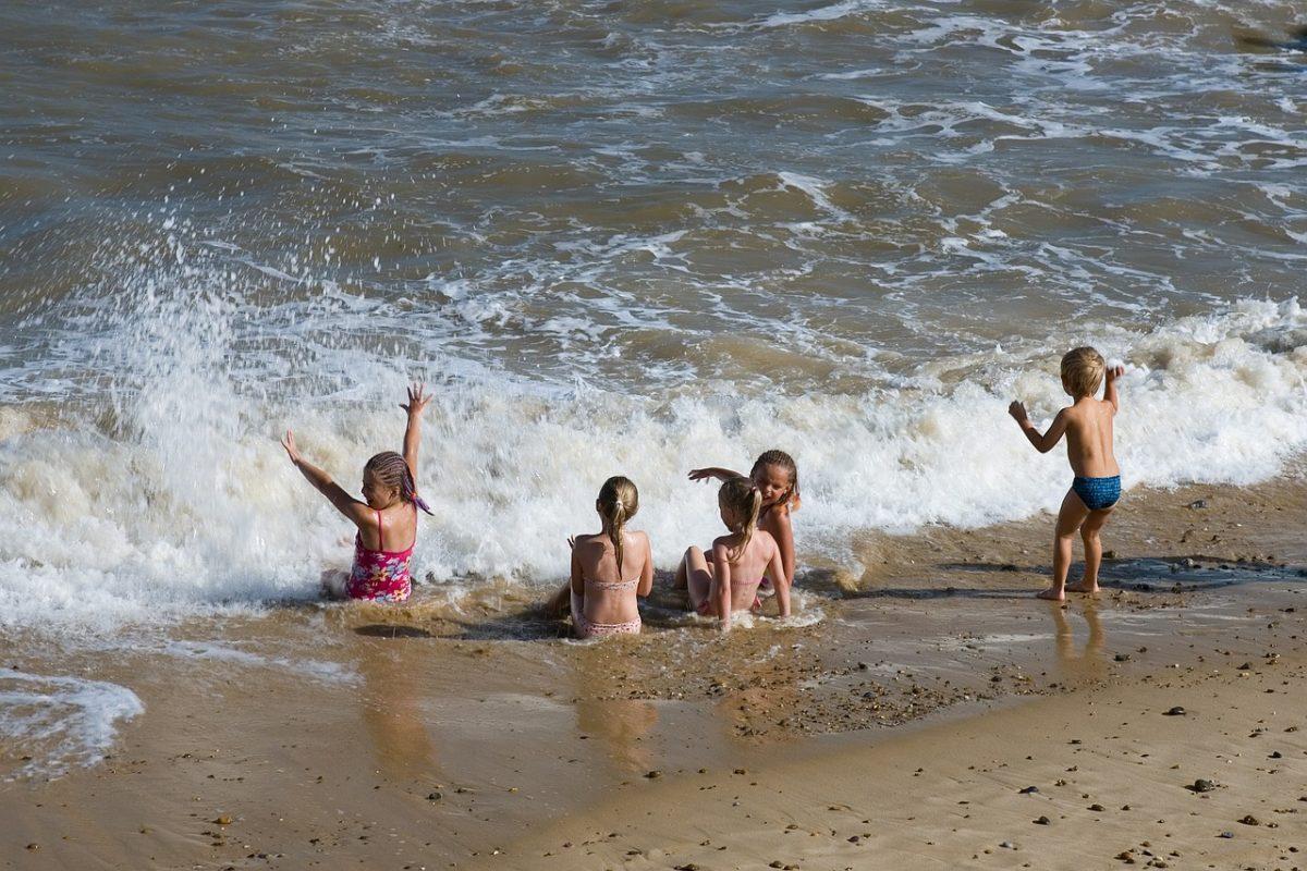 Επιμένει ο καύσωνας με 41 βαθμούς Κελσίου: Πώς να προστατεύσετε τα παιδιά από τη ζέστη