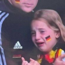 Τα social media έκαναν bullying σε κοριτσάκι που έκλαιγε στο γήπεδο
