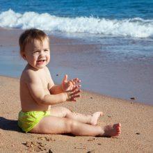 Γονείς, το νου σας! Μέχρι 2 ετών στη θάλασσα τα μωρά στην αγκαλιά και τα νήπια σε απόσταση «ενός χεριού»