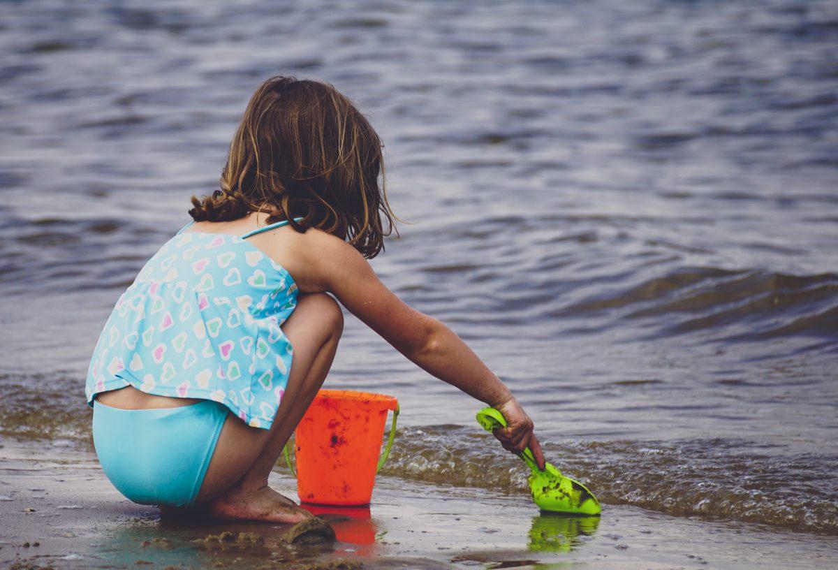 8 πράγματα που δεν είχατε σκεφτεί ποτέ να κάνετε με τα παιδιά στην παραλία