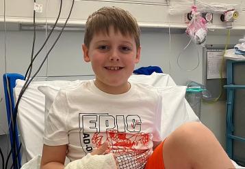 Η εθνική Αγγλίας στέλνει ένα πολύ συγκινητικό κουράγιο σε 8χρονο που δίνει μάχη με τη λευχαιμία