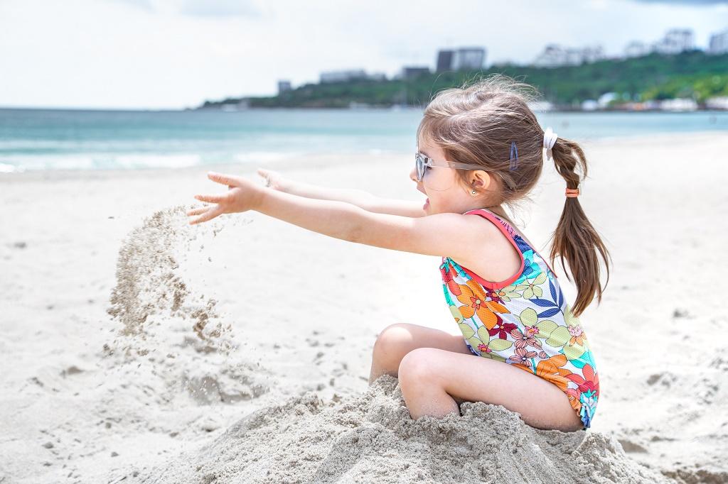 Ο παιδίατρος συμβουλεύει: Τι να κάνετε σε περίπτωση ηλιακού εγκαύματος, ηλίασης και θερμοπληξίας