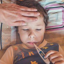 Γονείς, προσοχή! Σε έξαρση ίωση με υψηλό πυρετό, πονόλαιμο και βήχα
