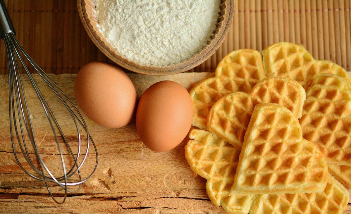 Αλμυρές βάφλες με τυρί: Το απόλυτο οικογενειακό brunch του καλοκαιριού