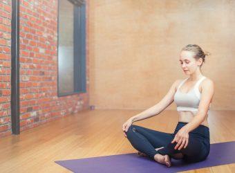 5 εύκολες στάσεις της γιόγκα για πόνους στον αυχένα, την πλάτη και τη μέση