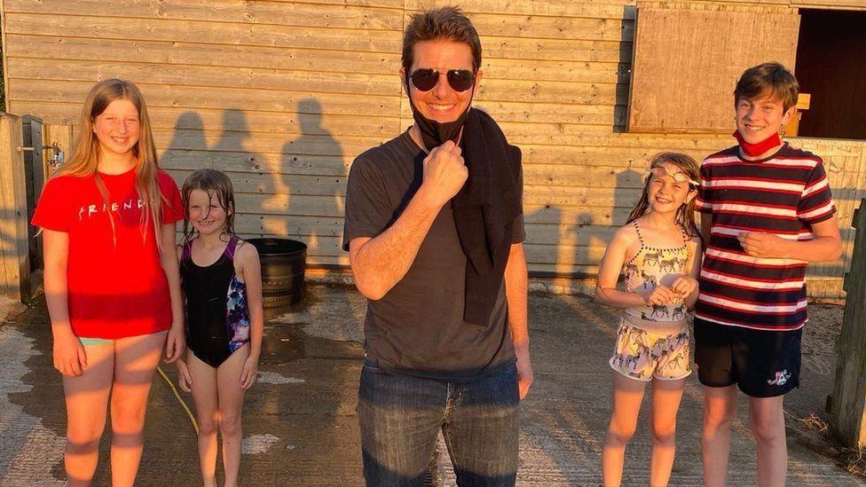 Οικογένεια είδε τον Τομ Κρουζ να προσγειώνει το ελικόπτερό του στον κήπο της!