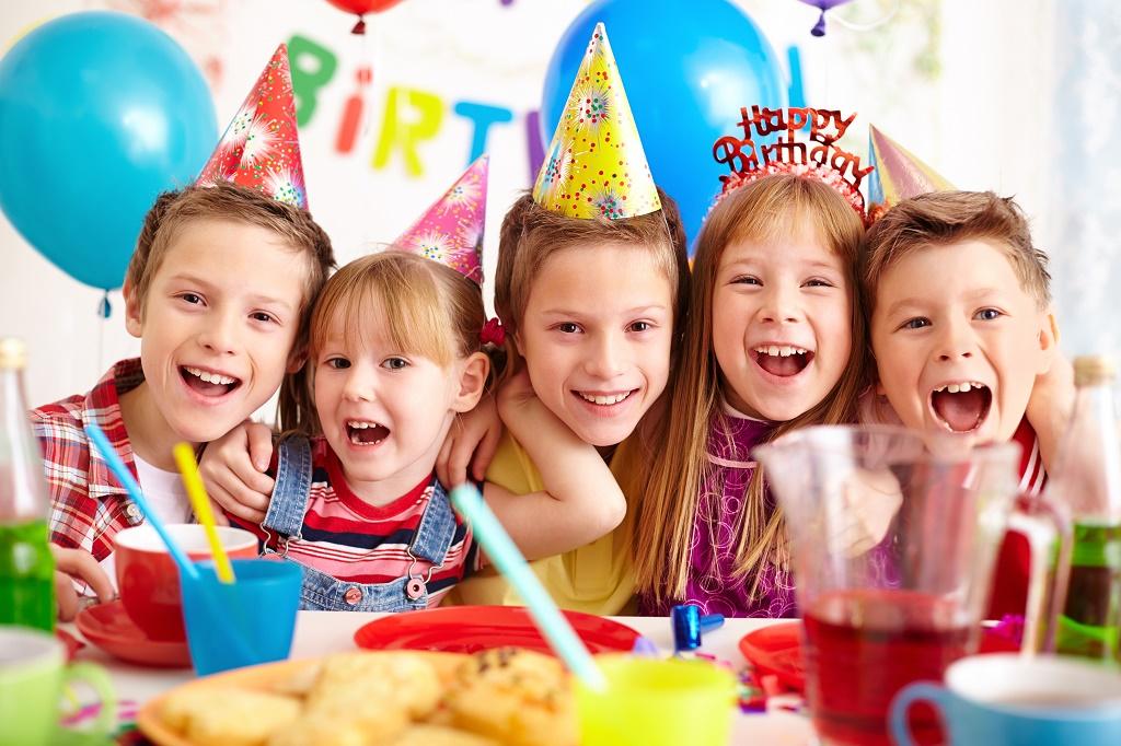 8 απίθανες ιδέες για θεματικά πάρτι γενεθλίων για κορίτσια που… σιχαίνονται το ροζ!