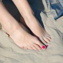 Σε ενοχλεί η άμμος στα πόδια; Αυτό είναι το απόλυτο κόλπο για να τη διώξεις! (video)