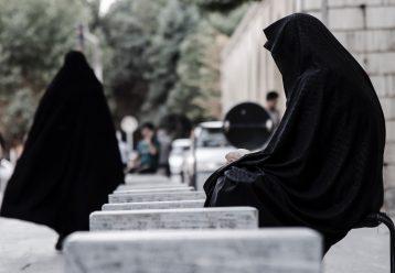 «Είμαι φτωχή, πώς να μαγειρέψω για σας;»: Η τραγική ιστορία μίας μητέρας που την εκτέλεσαν μπροστά στα παιδιά της