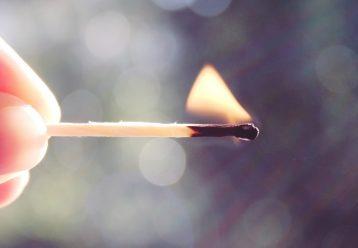 Μακριά τα σπίρτα από τα παιδιά: 7χρονος υπέκυψε, όταν τυλίχθηκε στις φλόγες!
