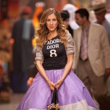 Η Κάρι Μπράντσο με 5 outfits σού δείχνει πώς να είσαι fashion icon ακόμα και μετά τα 50!