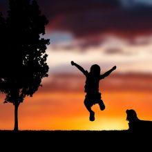 Όταν το παιδί ζητά να παίξει μαζί σου, είναι γιατί βλέπει το παιδί μέσα σου