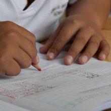 «Μην γκρινιάζετε που ανοίγει το σχολείο, κάποια παιδιά θα παρακαλούσαν για αυτό»
