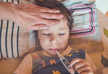 Πιθανά προβλήματα υγείας για τα παιδιά κάτω των 2 ετών που πήραν αντιβιοτικά
