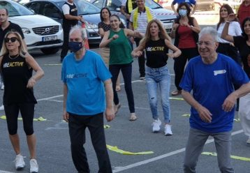 Ο Πρόδρμομος Προδρόμου έκανε γυμναστική στο προαύλιο του Υπ. Παιδείας